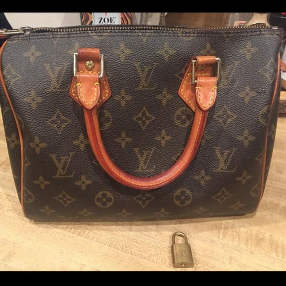 97bb50d452dd Louis Vuitton Handbags - Louis Vuitton speedy 25 MB0031